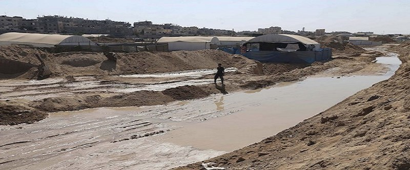 L'esercito egiziano allaga i tunnel di Rafah con acqua marina