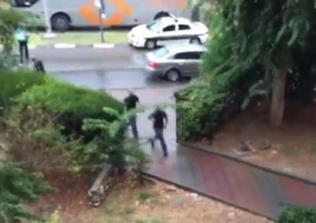 Palestinese ucciso dopo aver sottratto un'arma ai soldati israeliani
