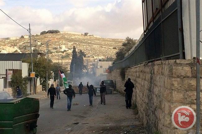 Scontri a Gerusalemme Est a seguito di incursioni israeliane