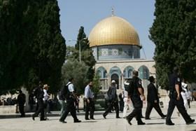 Gerusalemme, gruppi israeliani invadono il complesso di al-Aqsa per Hanukkah