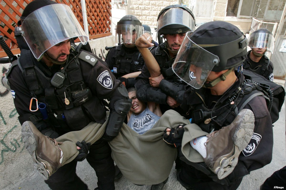 Palestinian-youth-arrested-by-Israeli-soldiers-for-stone-throwing06