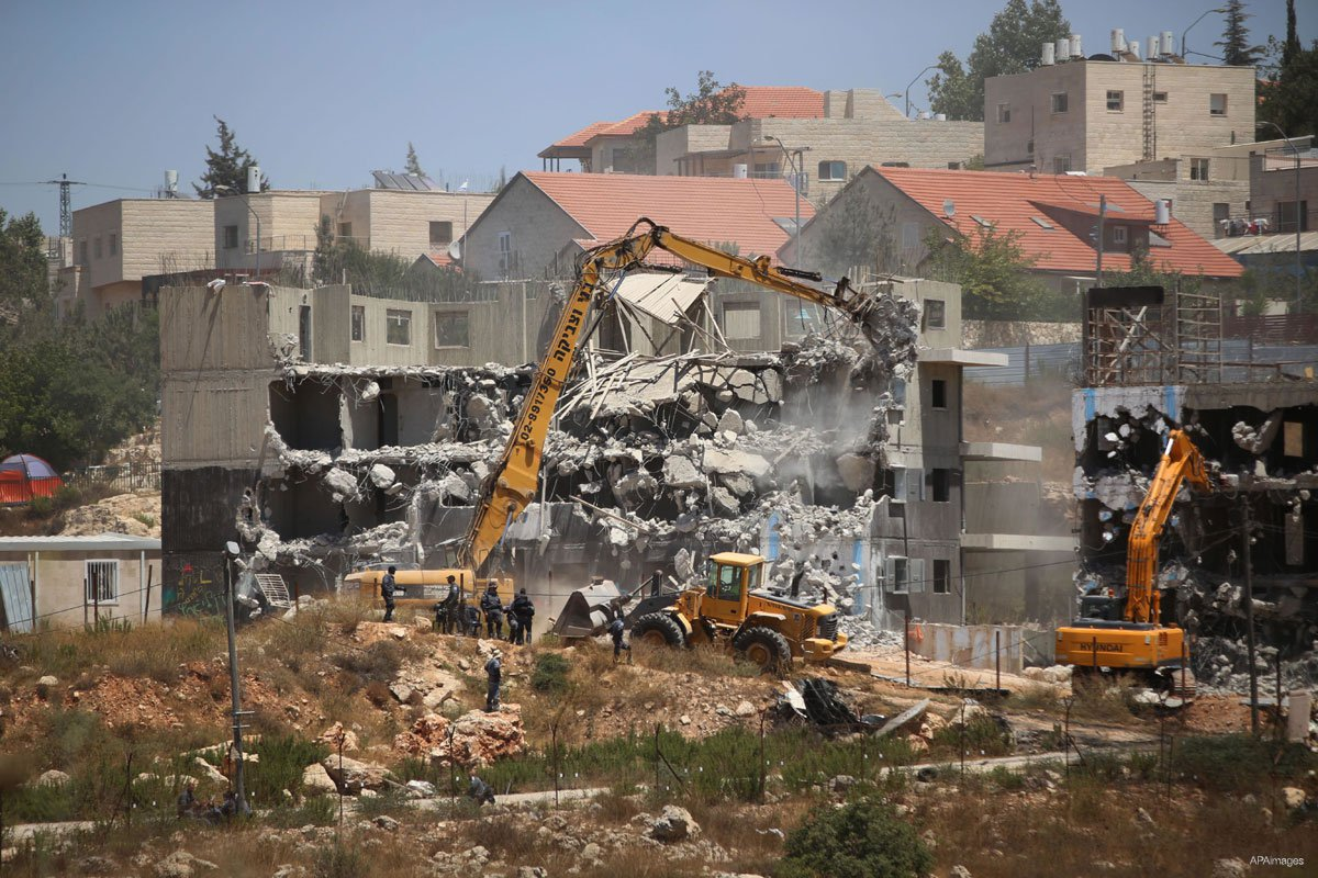 Israeli-forces-use-machinery-to-demolish-buildings-in-ramallah-west-bank-to-build-new-settlements-July-2015