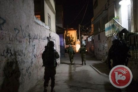 Le forze israeliane invadono il campo di Betlemme e interrogano un dodicenne