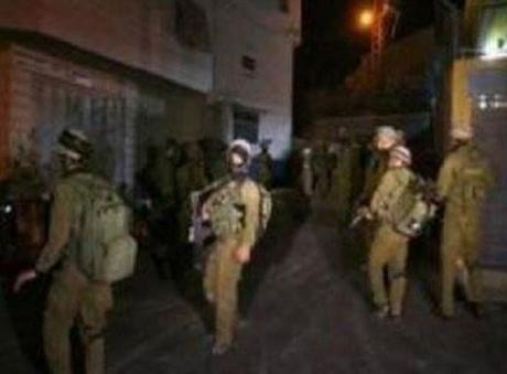 Tra domenica e lunedì, le forze di occupazione hanno arrestato 28 Palestinesi, tra cui 5 ragazzini