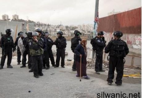 Soldati rapiscono 27 palestinesi; due minorenni feriti a Gerusalemme