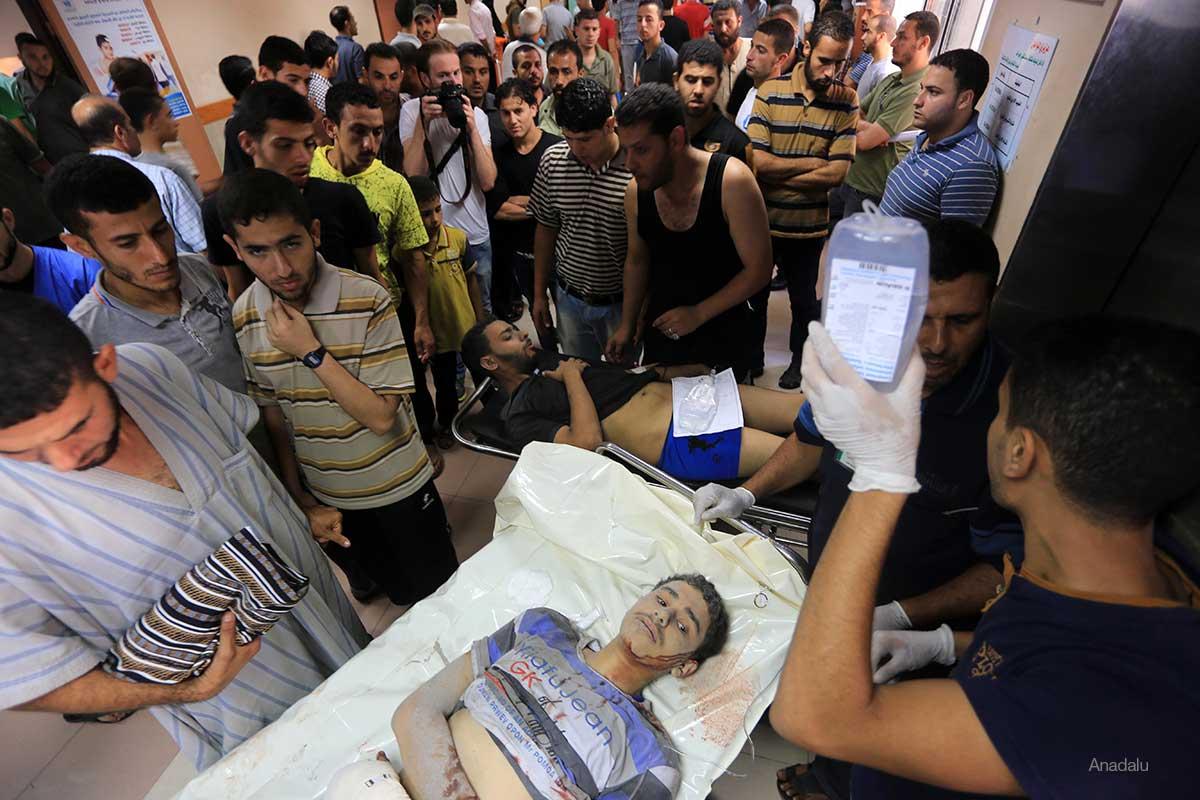 Rush-in-Al-shifa-hospital-Gaza-Following-ISraeli-Air-strike-July-2014