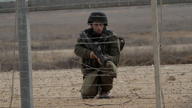 176288-israeli-soldier-gaza-border