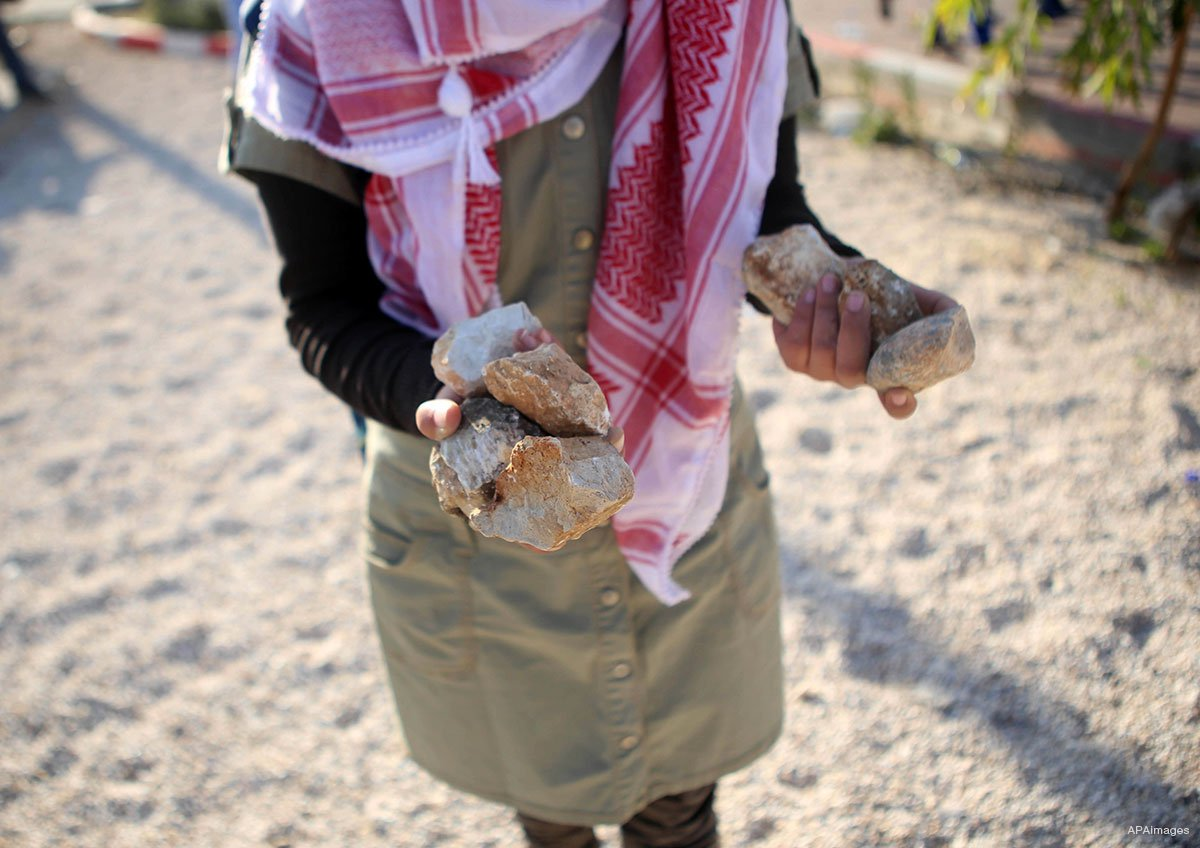 2016_Intifada-palestinian-woman-gathers-stones-in-her-hands-during-clashes-with-Israeli-forces-in-Ramallah