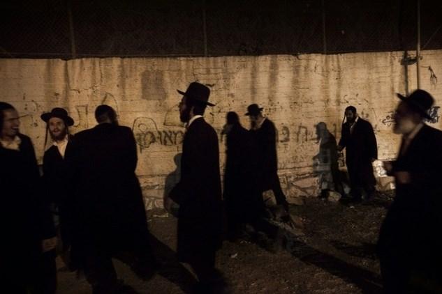 L'esercito scorta i coloni nei luoghi sacri della Cisgiordania,provocando scontri