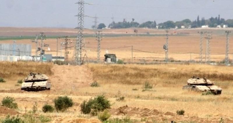 Le forze israeliane attaccano gli agricoltori palestinesi a Khan Younis in Gaza