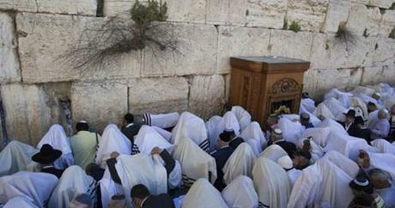 Gerusalemme, decine di migliaia di coloni israeliani hanno invaso l'area di al-Buraq