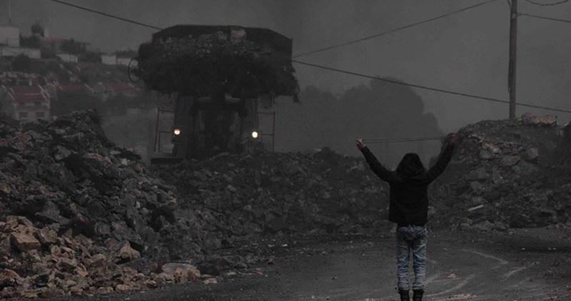 Striscia di Gaza, le forze di occupazione feriscono un giovane palestinese
