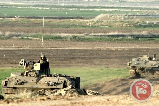Bulldozer militari israeliani spianano le terre a sud-est di Gaza