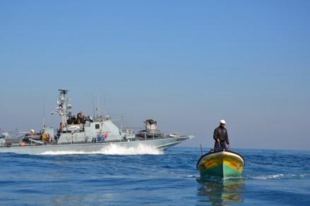 Marina israeliana apre il fuoco su barche da pesca palestinesi