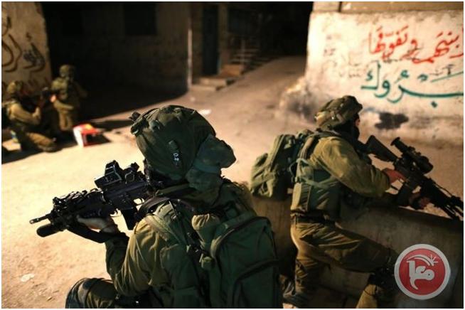 Le forze israeliane arrestano 31 persone, tra cui un cieco,  durante i raid in Cisgiordania e a Gerusalemme Est.