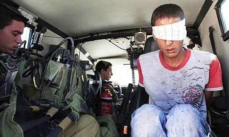 28 minorenni palestinesi imprigionati a Ofer deprivati del diritto di vedere i familiari