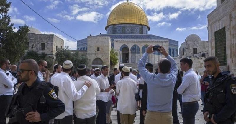 Orda di coloni entra ad al-Aqsa