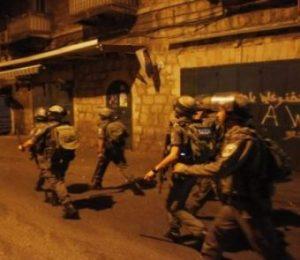 Soldati israeliani rapiscono otto palestinesi in Cisgiordania