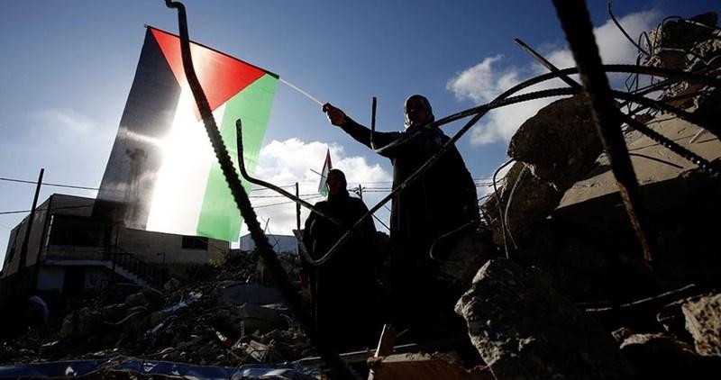 L'esercito israeliano demolisce 11 case palestinesi a Qalandiya
