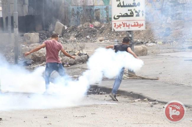 Palestinese muore per inalazione di gas lacrimogeni dopo gli scontri a Qalandiya