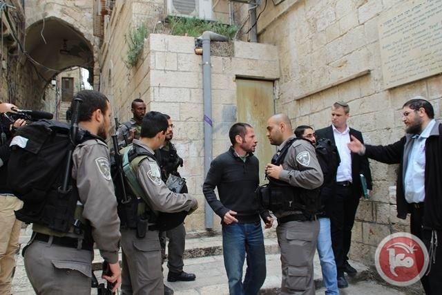 Le forze israeliane assaltano un quartiere di Gerusalemme Est, picchiano e incarcerano Palestinesi