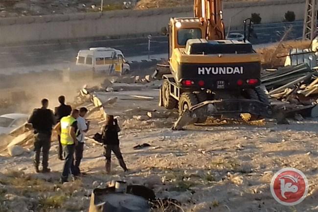 Le forze israeliane demoliscono 4 strutture ad Issawiya a Gerusalemme Est