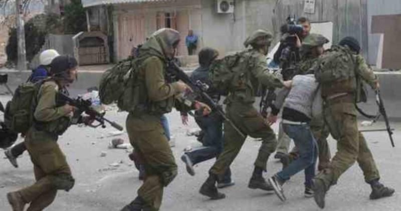 Forze israeliane sotto copertura feriscono 3 Palestinesi nel campo di Deheishe
