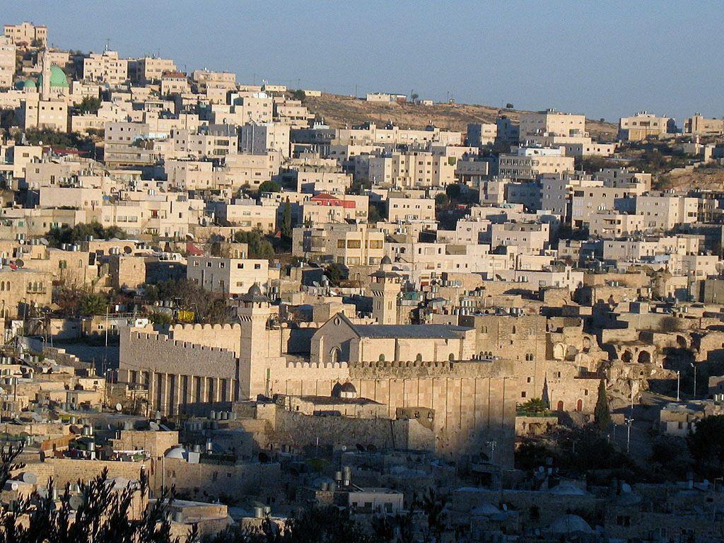 Hebron sigillata dalle forze israeliane. Interrotto il traferimento delle tasse all'Anp