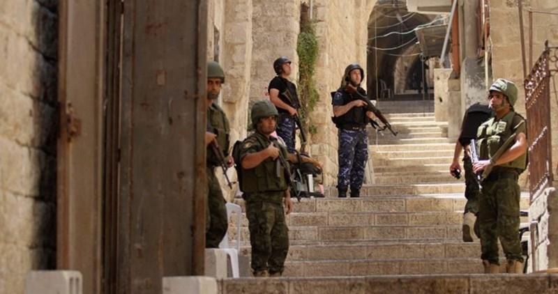 Le forze dell'Autorità palestinese aggrediscono violentemente giovani di Nablus