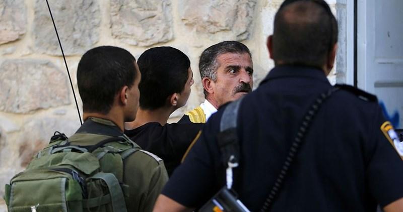 Impiegato postale palestinese selvaggiamente picchiato da militari