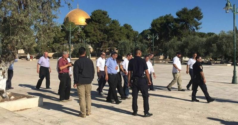 Fanatici israeliani invadono il complesso di al-Aqsa
