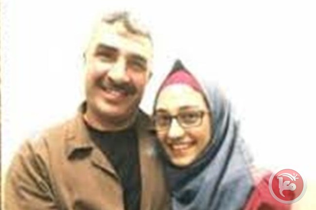 Figlia diciottenne di un prigioniero palestinese lo abbraccia per la prima volta