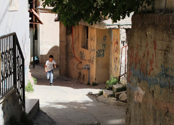 Palestinesi di Deheisheh e Capitan Nidal, lo spaccaginocchia