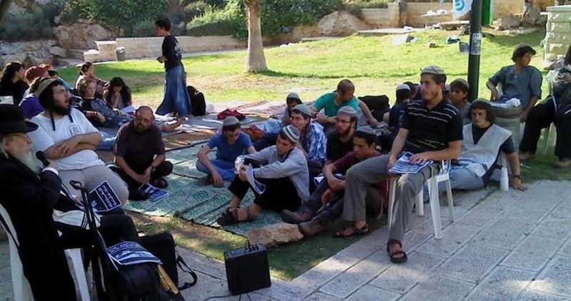 Gang di coloni israeliani attacca gruppo di cristiani palestinesi