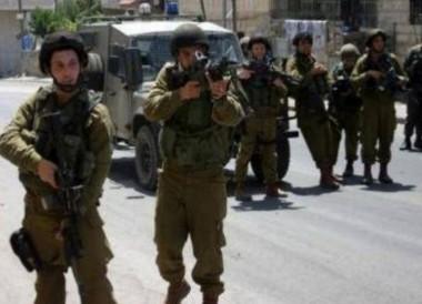 Jenin, le forze israeliane invadono cittadina e si scontrano con giovani palestinesi