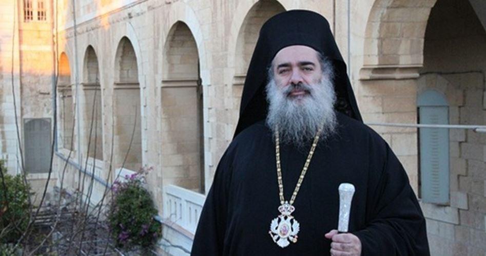 L'arcivescovo ortodosso Hanna visite le famiglie gerosolimitane rimaste senzatetto