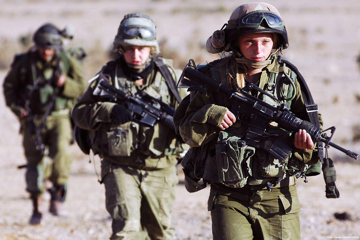 female-israeli-soldiers-training-4