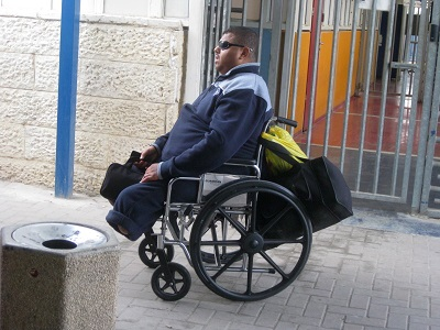 32 prigionieri disabili nelle carceri israeliane senza cure mediche