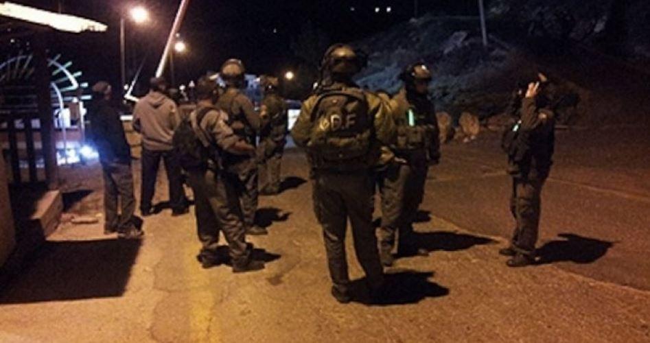 Gruppo di resistenza  affronta l'occupazione sul campo di Jenin