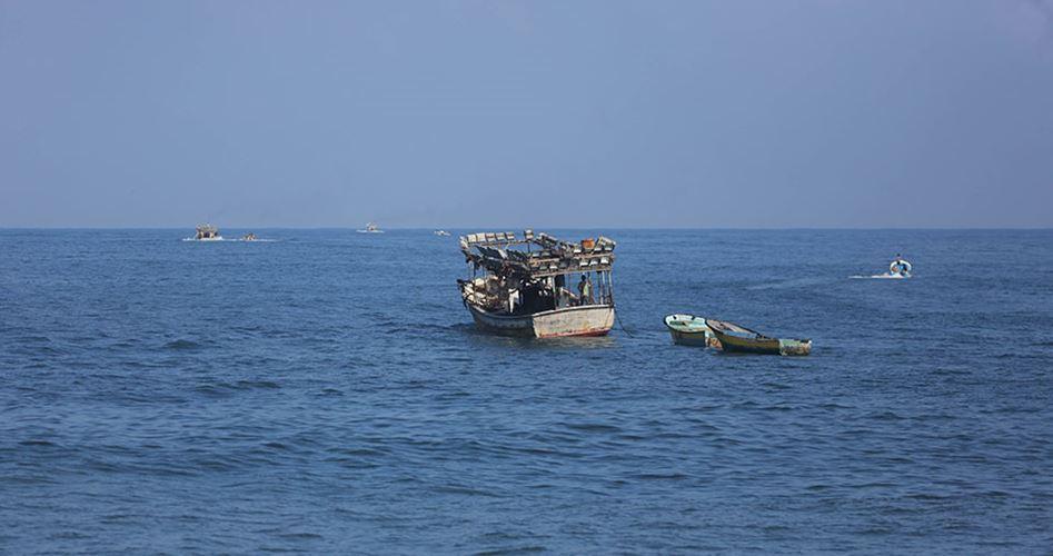 Le forze israeliane sparano contro contadini e pescatori della Striscia di Gaza