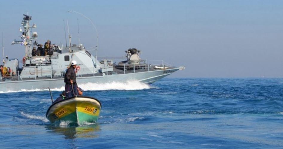 Le forze israeliane sparano a pescherecci palestinesi: un pescatore disperso