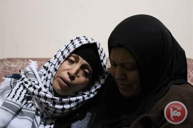 La disperazione di una madre palestinese mentre il figlio assassinato viene sepolto