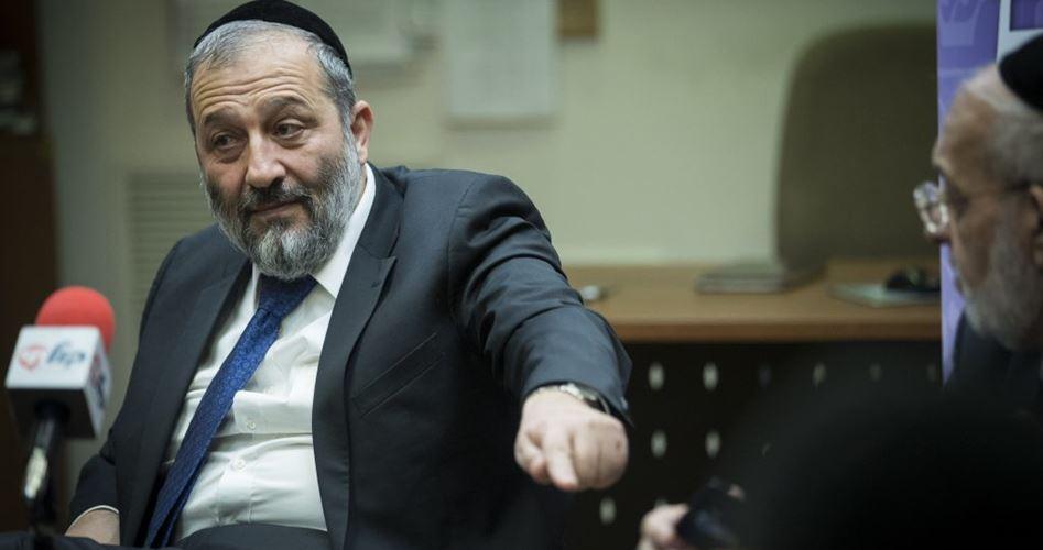 Ministro israeliano revoca residenza a Gerusalemme a 10 Palestinesi