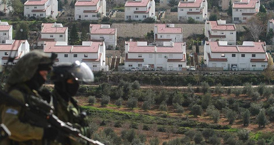Bulldozer israeliani spianano terre palestinesi a Salfit