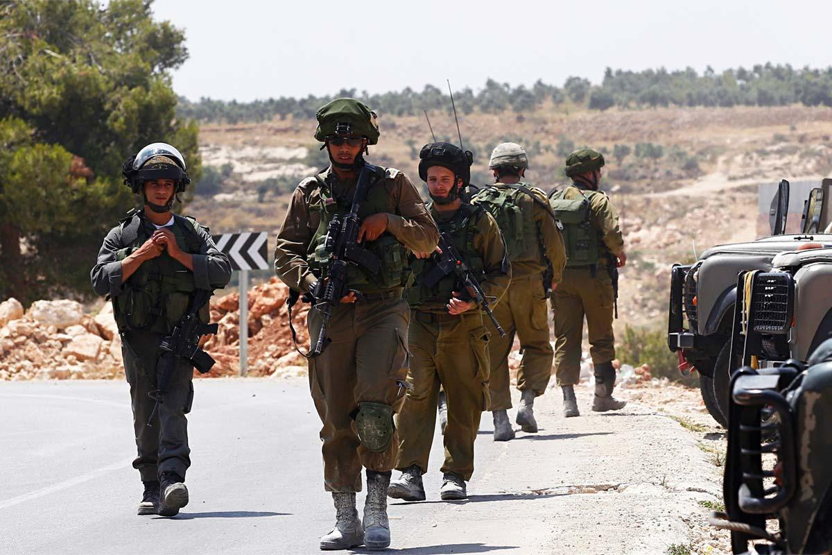 israeli-soldiers-patrol-near-hebron-to-search-for-missing-settler-teens