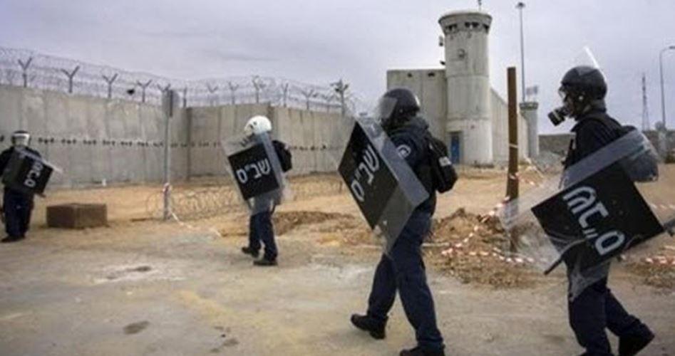 Le forze israeliane assaltano celle del carcere di Raymond