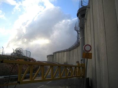 qalandiya_wall_checkpoint_tamarf