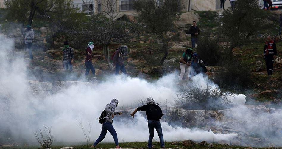 12 feriti e decine di intossicati a est di Ramallah, durante proteste anti-colonie