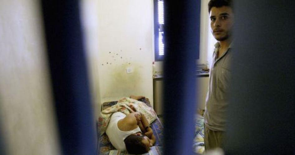 OLP: i medici israeliani torturano i prigionieri palestinesi