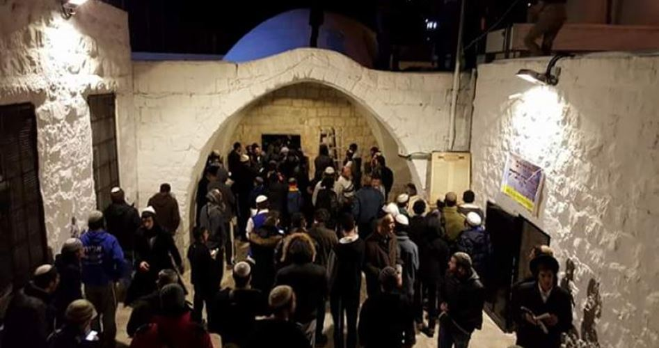Decine di israeliani fanno irruzione nella Tomba di Giuseppe a Nablus